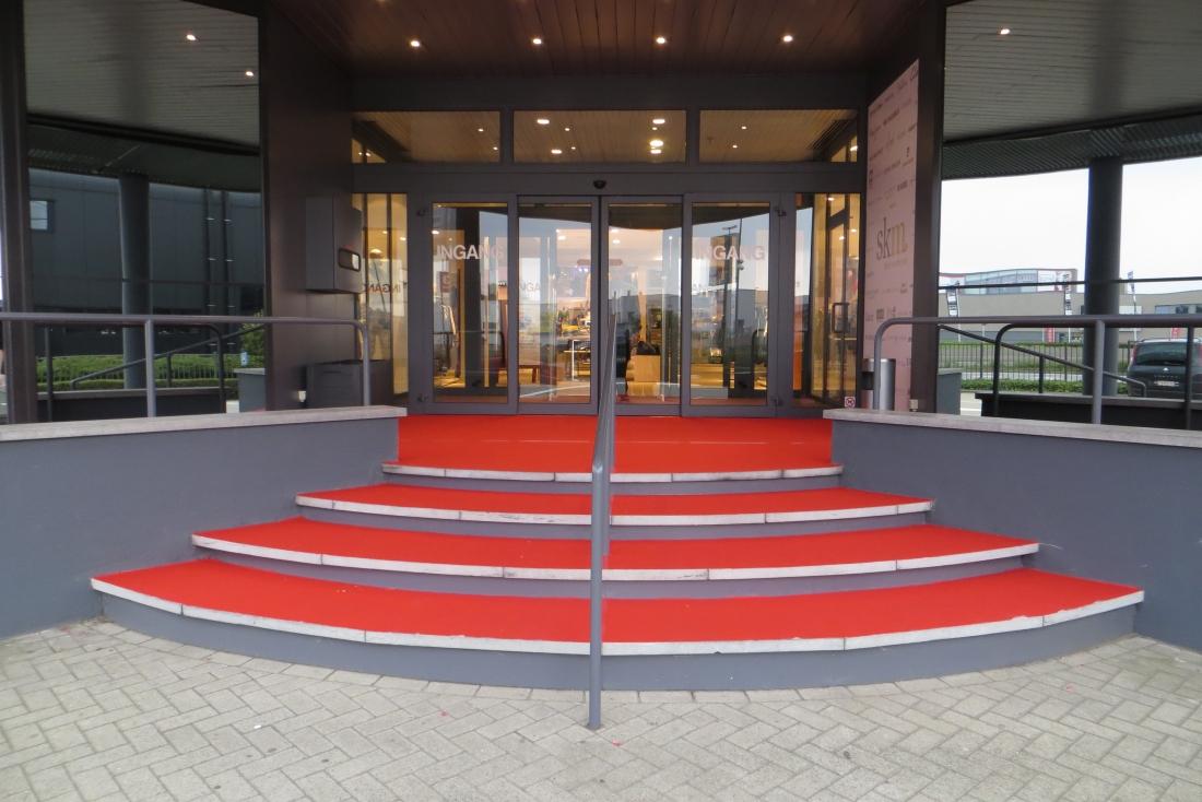 SKM - carpet entrance