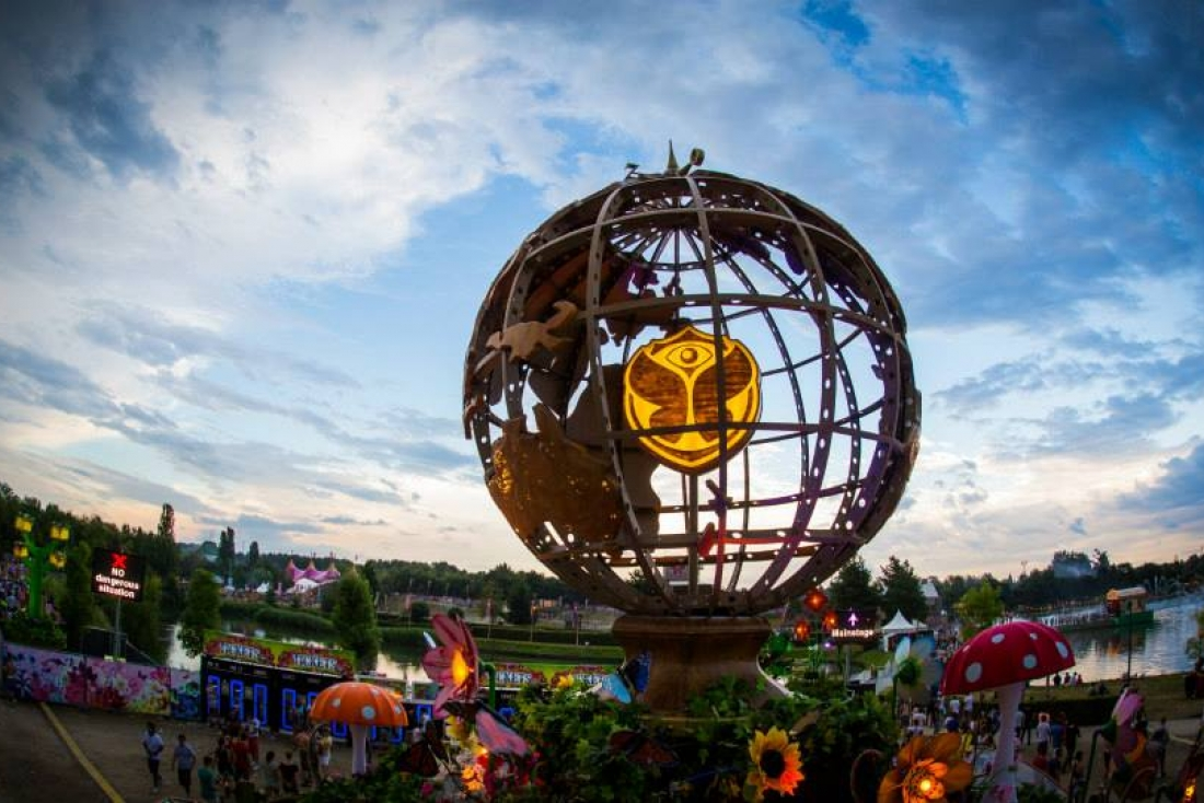 TOMORROWLAND - Globe