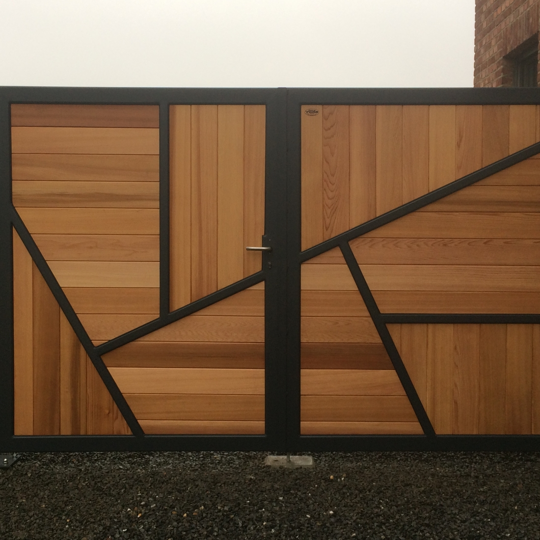 Asymmetrical gate